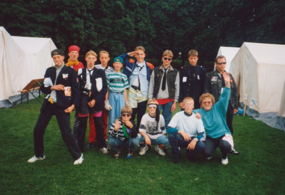 "Gruppenbild ""It's cool man!"" im Zeltlager in Trier - 1993"